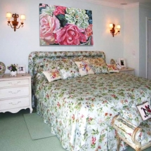 florida-bedroom-with-pepler-painting